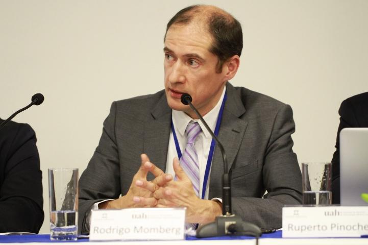 Prof. Rodrigo Momberg