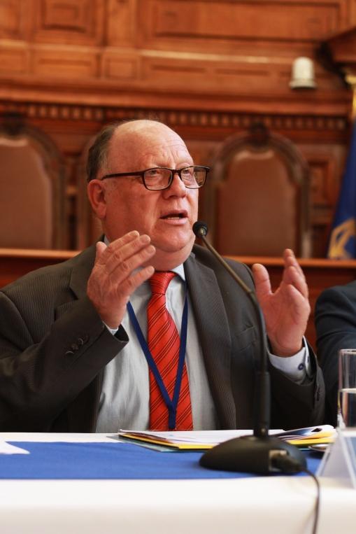 Sr. Hernán Calderón
